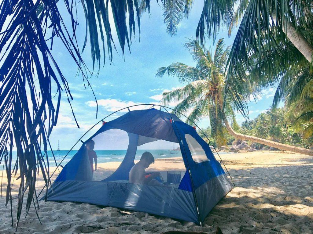 Thêu lều, cắm trại trên bãi biển cũng là một trải nghiệm thú vị