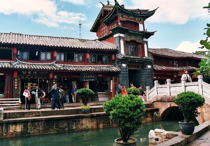 Phố cổ Lệ Giang còn được biết đến với tên gọi Đại nghiên cổ trấn xưa hay Venice của phương Đông.