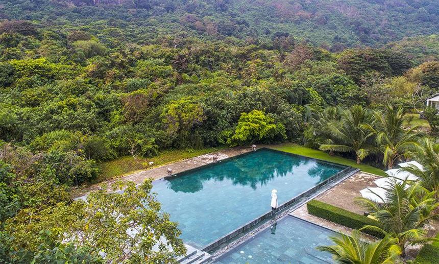 Poulo Condor Boutique Resort & Spa cung cấp điểm lưu trú cho khách ngay tại thị trấn Côn Đảo. Khu nghỉ dưỡng nằm gần suối Ớt nên mang đến khung cảnh nên thơ, hữu tình và không gian yên bình giữa chốn rừng xanh. Ảnh: Poulo Condor.