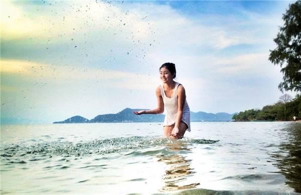 Koh Tonsay là một hòn đảo nằm sát bờ biển phía nam của Campuchia, cách 4,6 km về phía nam của thành phố Kep