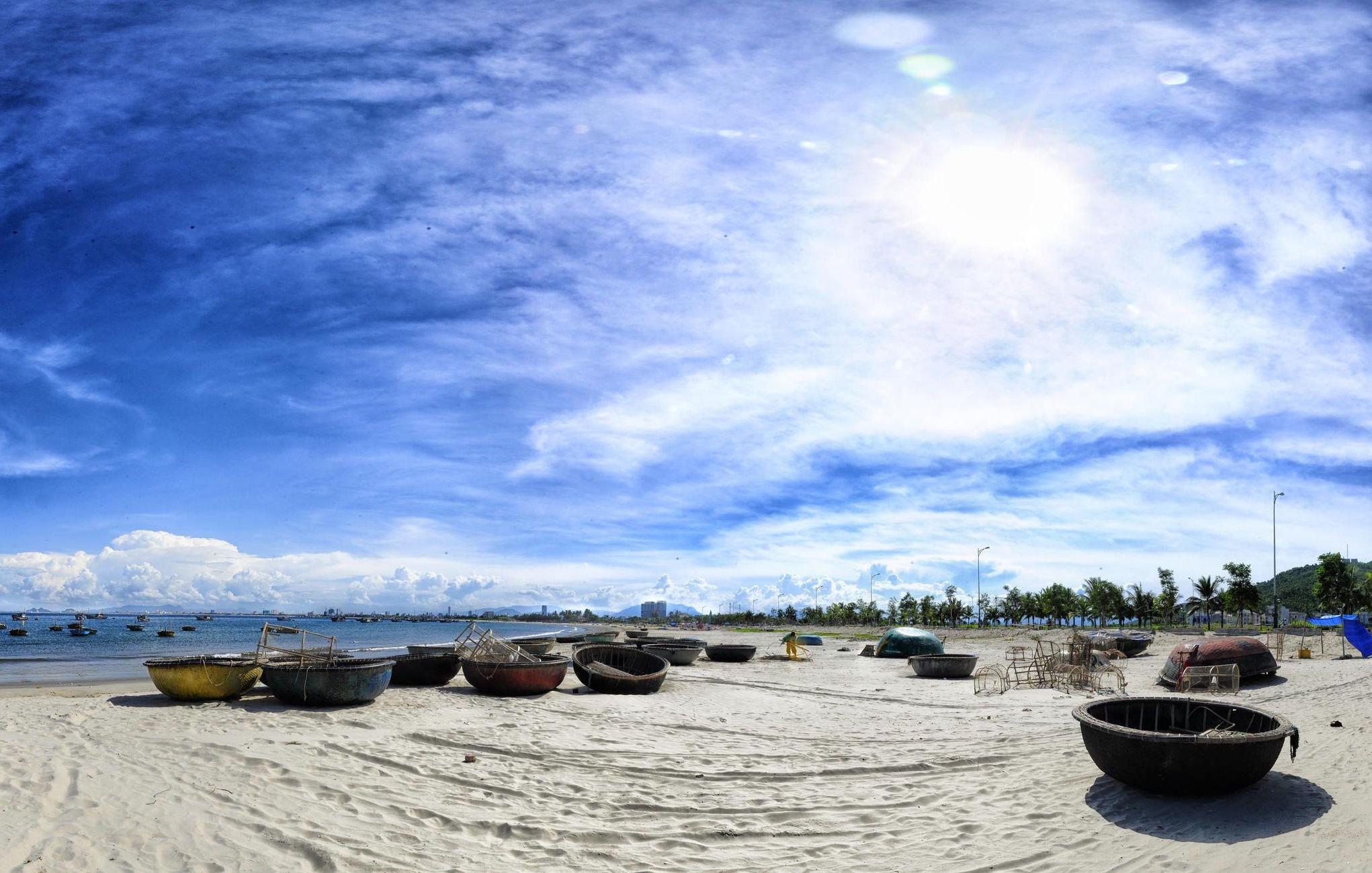 Tạp chí kinh tế hàng đầu của Mỹ Forbes đã bình chọn bãi biển Mỹ Khê Đà Nẵng là một trong sáu bãi biển quyến rũ nhất hành tinh.