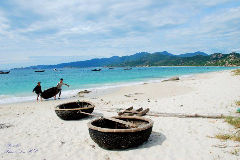 Những bãi cát dài, làn nước trong vắt cực thích ở Bình Ba