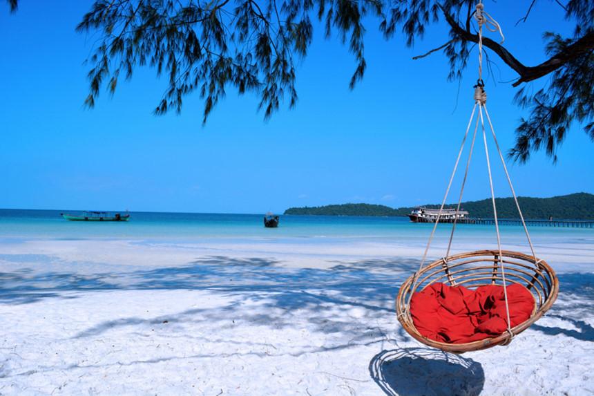 Koh rong với nắng vàng, cát trắng, biển xanh và những chiếc xích đu đặc trưng