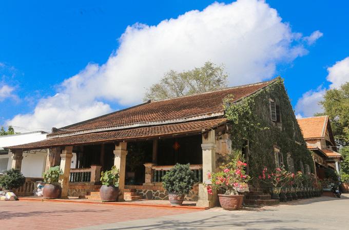 Căn nhà số 39 đường Phan Châu Trinh (TP Tây Ninh) được xây dựng năm 1894 và giữ được kiến trúc nguyên bản đến ngày nay, thu hút nhiều du khách tham quan. Năm 2017, công trình được xếp hạng Di tích kiến trúc nghệ thuật cấp tỉnh.
