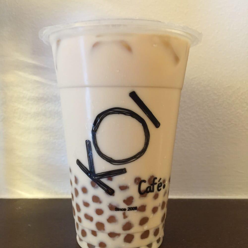KoiThương hiệu Koi vốn đã quen thuộc với rất nhiều tín đồ trà sữa ở Việt Nam, ở Singapore người ta biết đến Koi như một thương hiệu trà sữa nổi tiếng đặc biệt là món trân châu hoàng kim chua ngọt mát lành. Tại đảo quốc sư tử giá của những ly trà sữa Koi khá đắt so với những thương hiệu trà sữa khác.