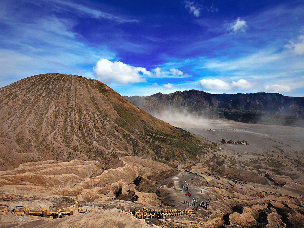 Đường lên núi Bromo không quá khó - Ảnh: NGÔ HOÀNG ANH