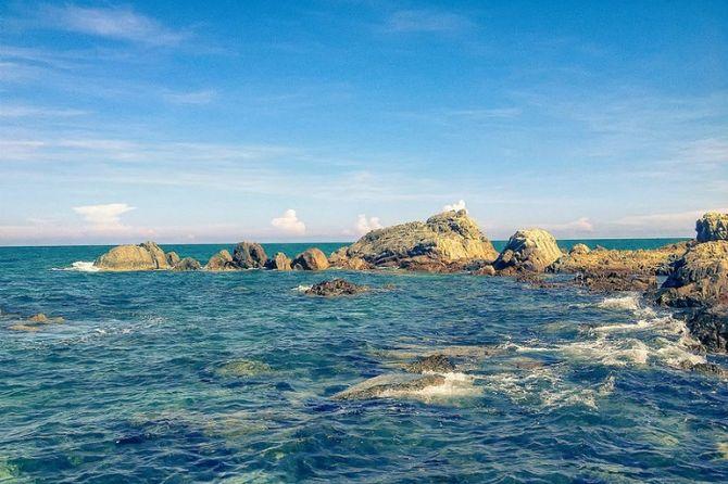 Nước biển trong vắt làm say lòng người khi đặt chân đến đây