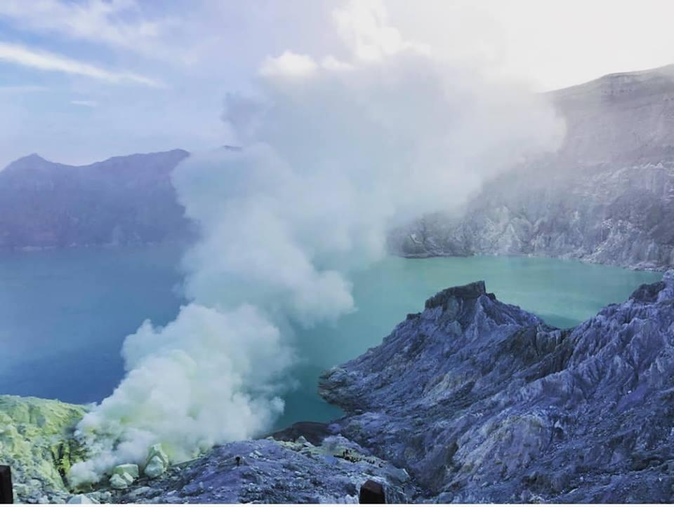 Hồ axit lớn nhất thế giới Kawah