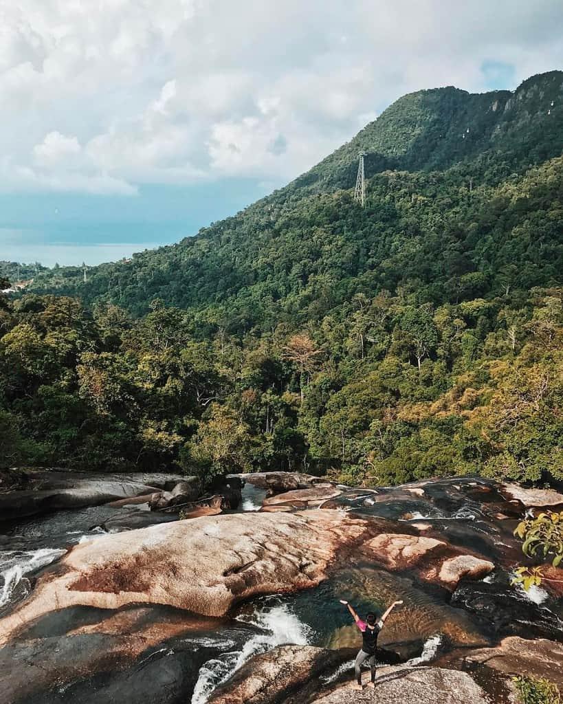 Thác Telaga Tujuh là một trong những điểm tham quan ngắm cảnh thiên nhiên tuyệt đẹp tại đảo Langkawi. @qilaomar