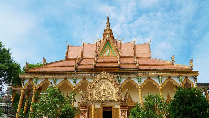 Chùa Mới nằm trên đường 91, cách chợ Bách hóa Cửa khẩu Quốc tế Tịnh Biên khoảng 2 km, do người Khmer xây dựng. Không chỉ là nơi tu hành của các nhà sư theo phái Nam Tông, chùa còn là điểm sinh hoạt văn hóa của đa số bà con dân tộc Khmer trong khu vực.