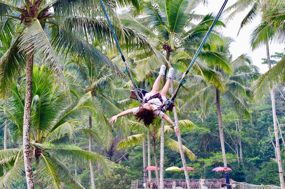 Bali Swing -Trò này mình đang chơi với sợi dây dài nhất 25m, là Super Extreme Swing, ở Tegalalang, cứ lên xích đu đi và từ từ run nhé mn