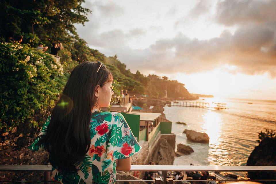 Rock bar at Ayana Resort - Một trong những địa điểm đón hoàng hôn nổi tiếng kẻ Bali bên cạnh đền Uluwatu