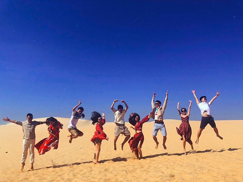 Nhảy tưng tưng trên đồi cát Bàu Trắng Bàu Sen