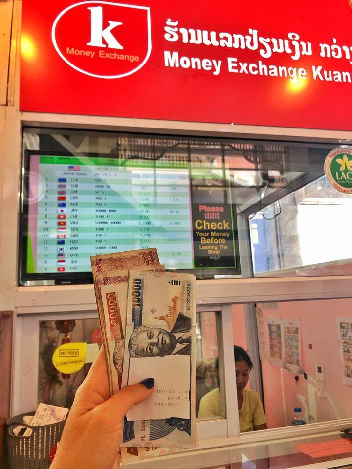 quầy đổi tiền tại sân bay