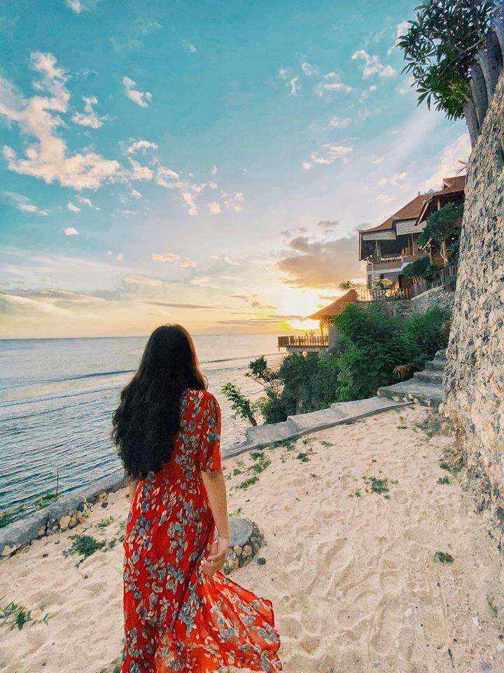 Malibu huts Khách sạn trên đảo Nusa, view biển rất thơ mộng. Đây là lúc đón bình mình của tụi mình ( tầm 6:20)