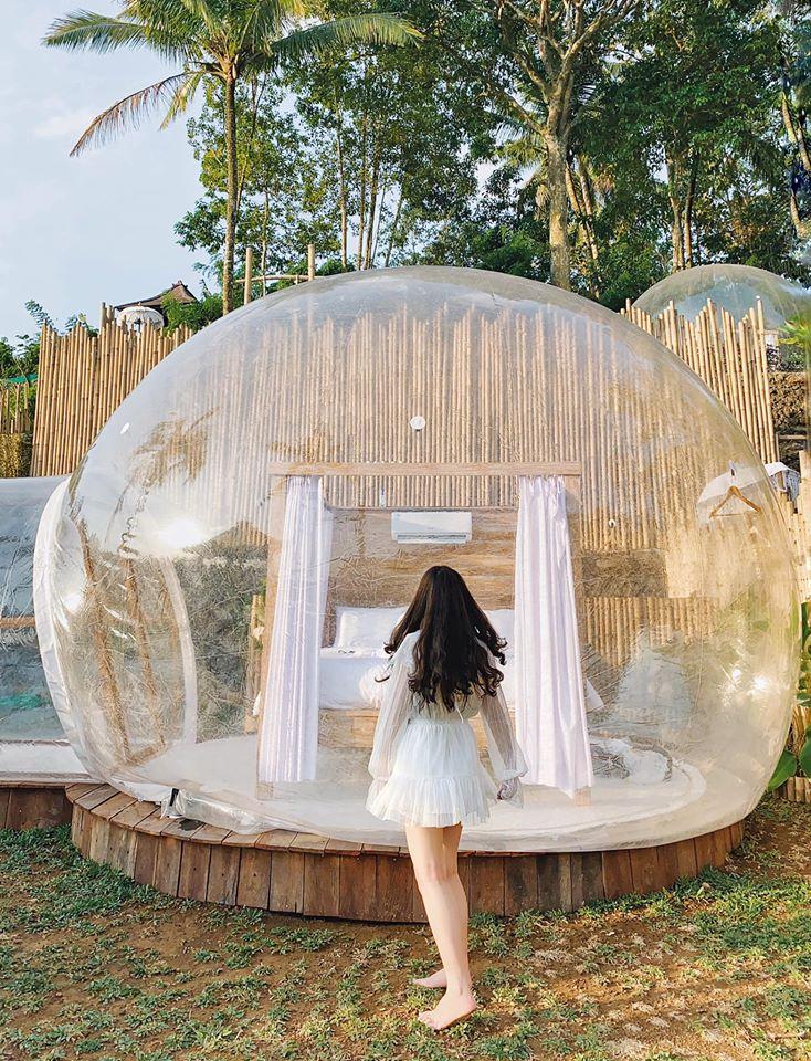 Bubble ubud hotel Khách sạn bong bóng khá nổi tiếng tại Bali, rất mau hết phòng nên ai muốn ở thì đặt sớm nhé. Đặc biệt ở đây rất nhiều muỗi, đến tối còn nghe tiếng côn trùng kêu nữa 😂 rất thú vị để thử. Nhưng tầm 10h sáng ở đây sẽ rất nóng nên tụi mình chỉ ở đến 7h sáng thôi.