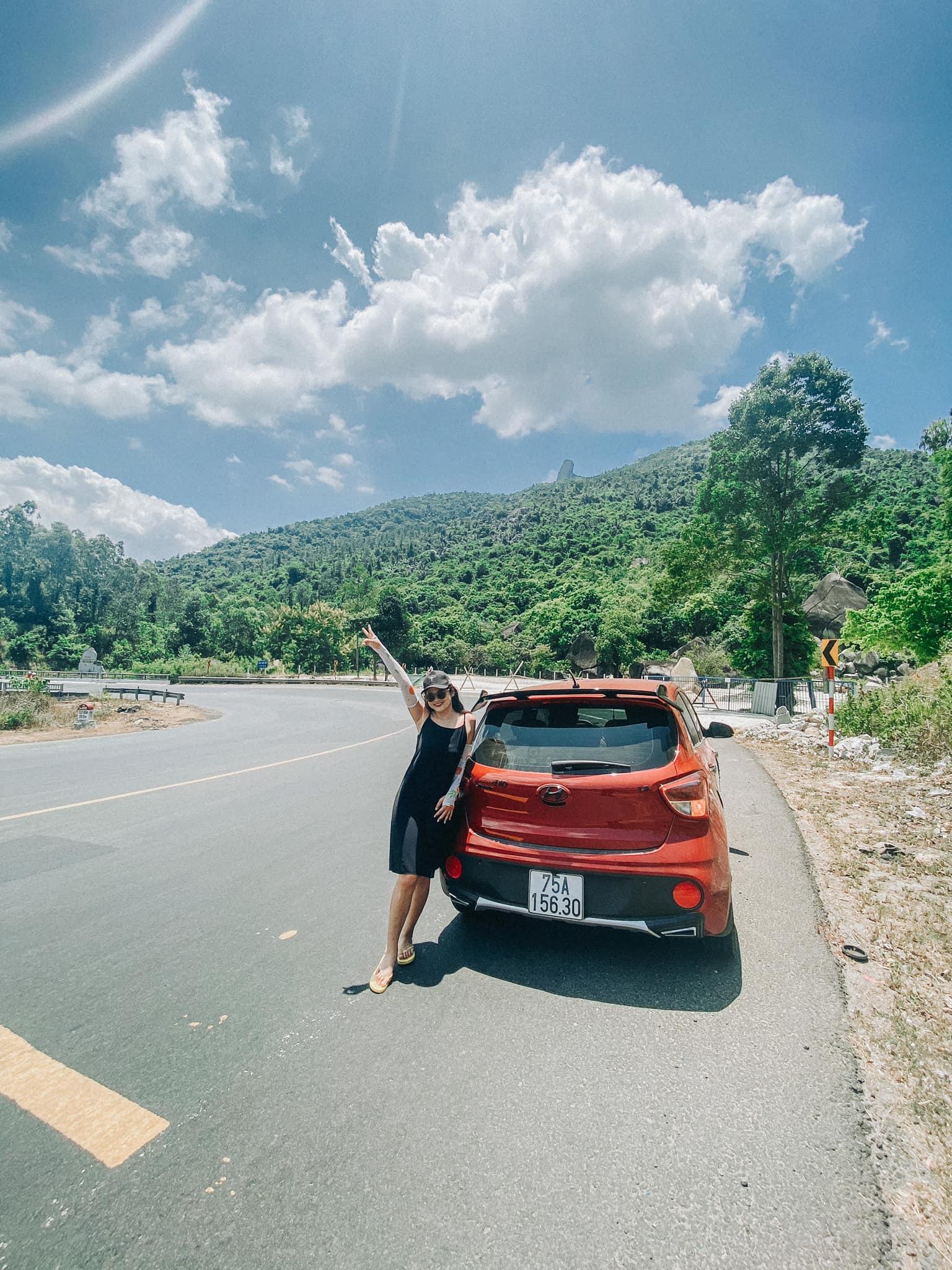 Đèo Cả - Núi Đá Dựng (đá xa xa kia, chụp lên bé xíu, ở ngoài bự chà bá)