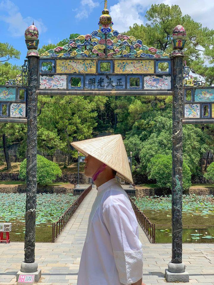 Đăng thêm một tấm Lăng Minh Mạng nữa để các bạn thấy nó đẹp nè 🤣  Ngoài ra nếu có thời gian bạn cũng nên ghé qua Lăng Tự Đức nữa vì nghe bảo nơi đó cũng rất đẹp 👌