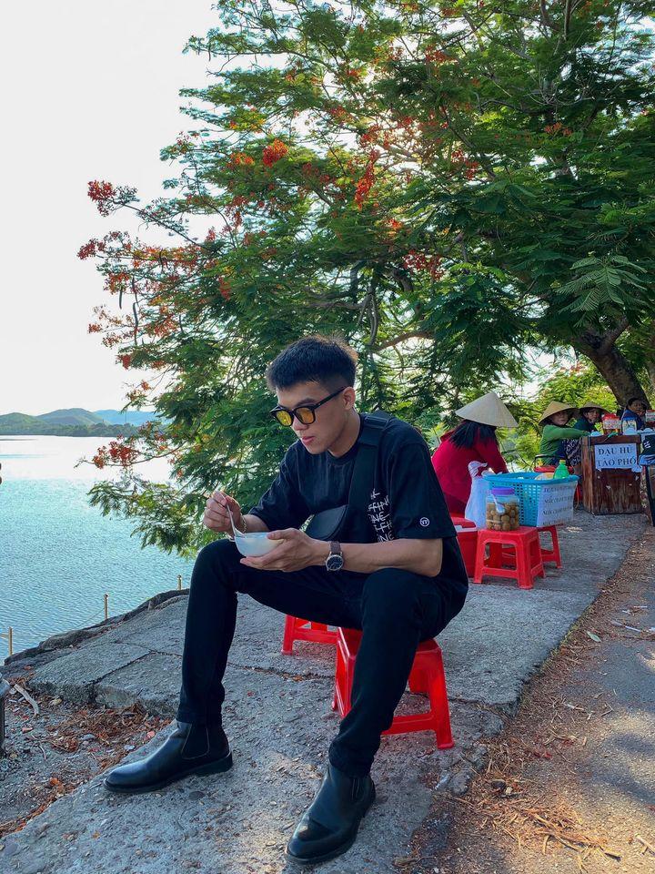 Đến chùa Thiên Mụ thì đừng quên ghé vào ăn tào phớ ( đậu hủ ) ven sông Hương nhé. Chỉ 5k nhưng bao nhiêu kỉ niệm tuổi thơ ùa về luôn 😚