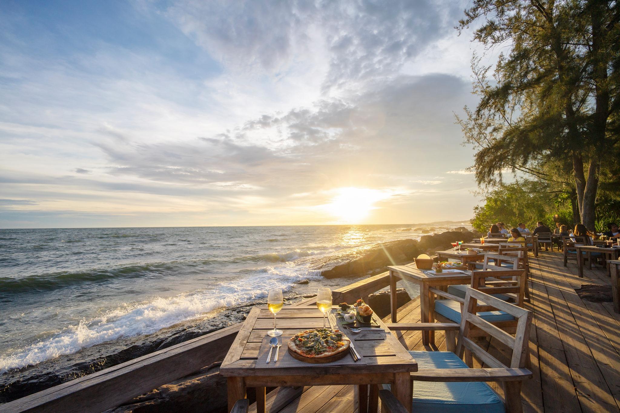 Nhà hàng On The Rocks Phú Quốc