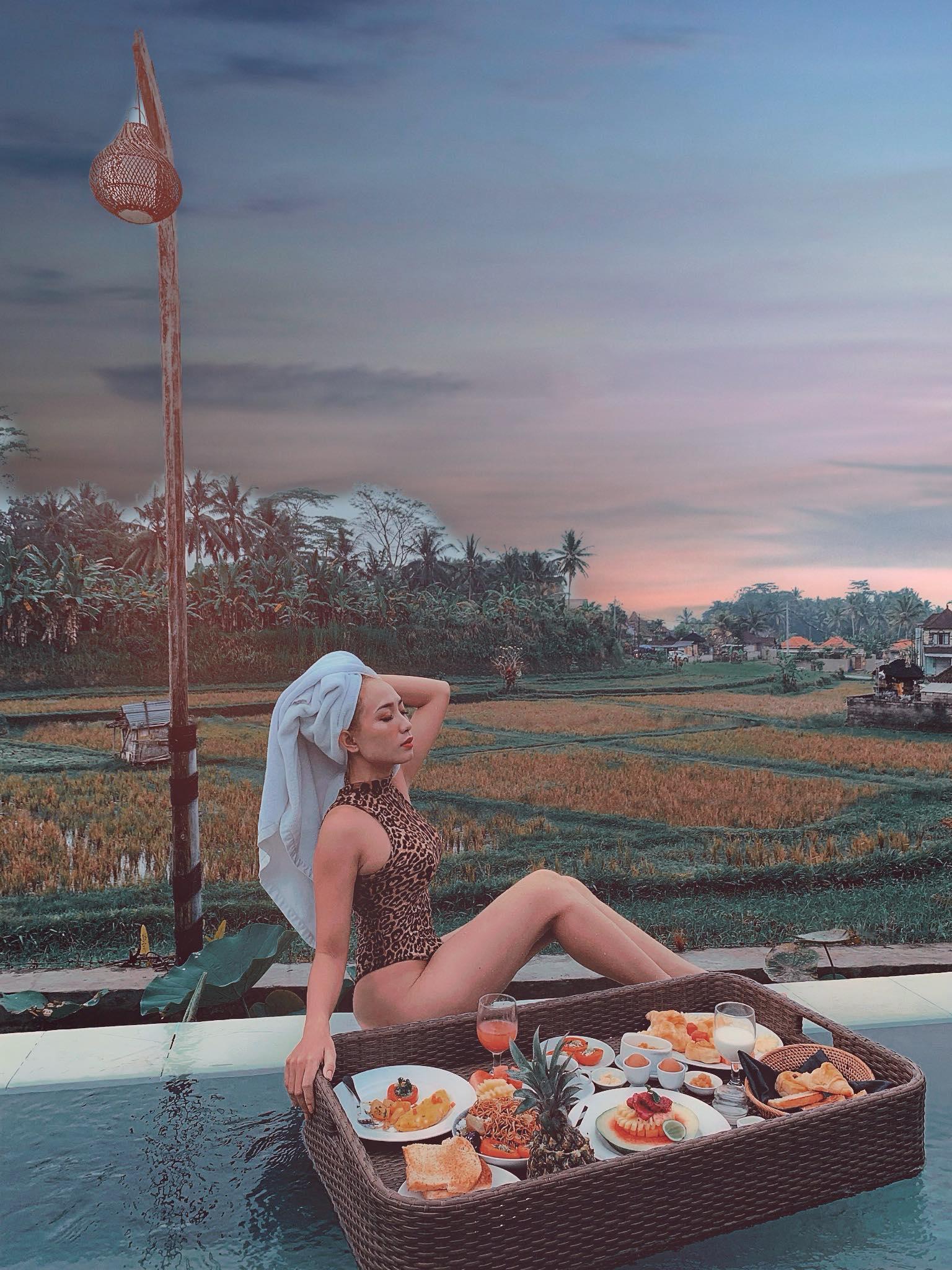 Một đời người có bao nhiêu lần không thể nào quên? Xem ảnh du lịch Bali quá xuất sắc của mọi người khiến mình muốn một lần chạm vào thiên đường miền nhiệt đới. Mình quyết định dành 6N5D đi bụi để khám phá Bali. Thật sự để mà nói thì thời gian mình đi chưa đủ để khám phá được hết những nơi muốn đến nhưng cũng đã đặt chân đến những chỗ đặc sắc, cảm thấy xứng đáng và muốn chia sẻ với mọi người hành trình của mình.