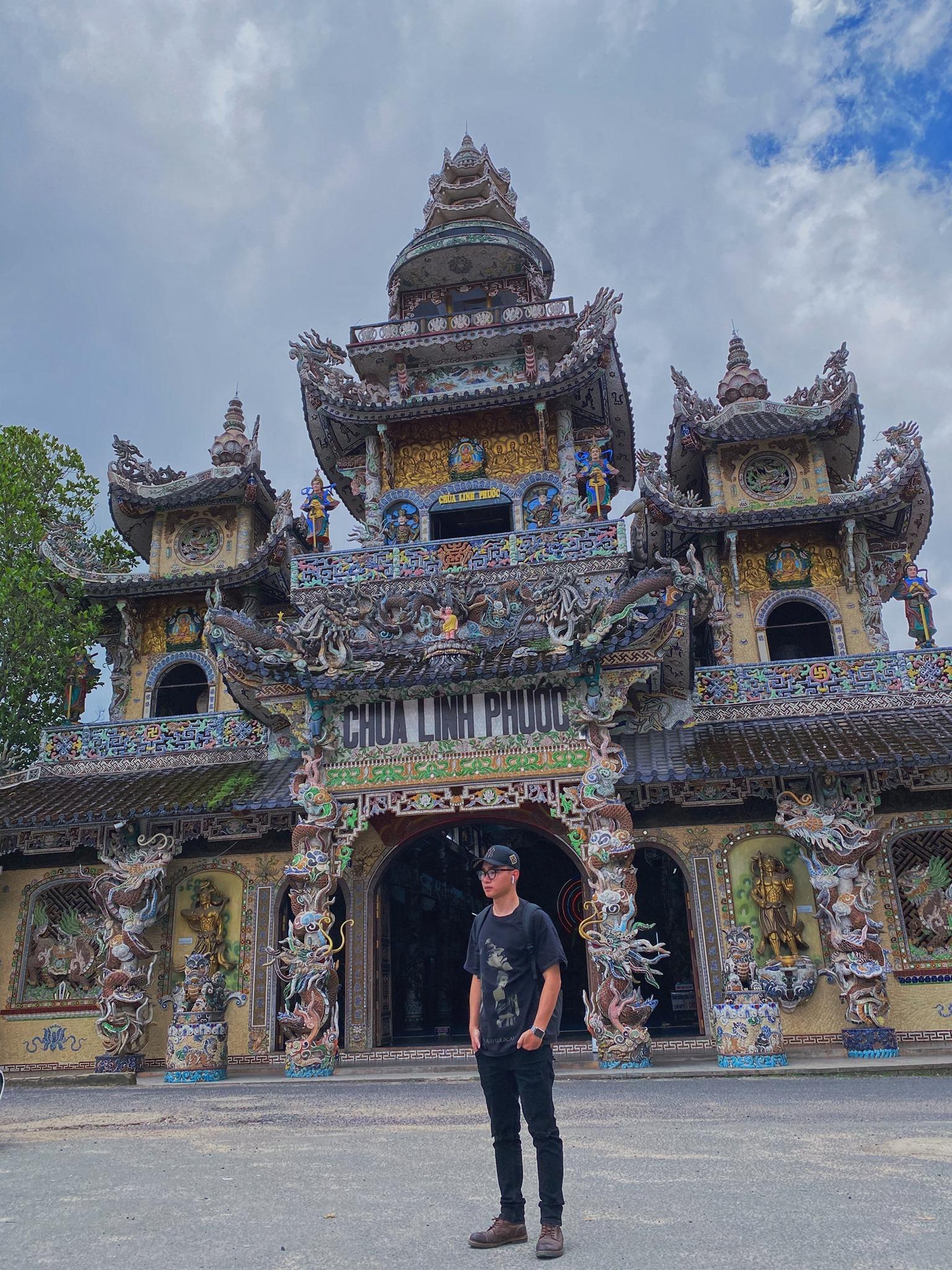 Chùa VE CHAI (chùa Linh Phước) đến đây trải nghiệm ngôi chùa làm bằng ve chai và có cả hầm khu ĐỊA NGỤC.