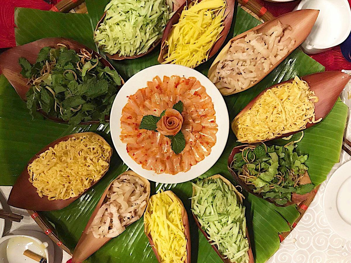 Lẩu Thả được làm bằng cá đục, cá suốt, nhưng ngon nhất vẫn là cá mai, một trong những loài cá đặc sản của vùng biển Phan Thiết, Bình Thuận
