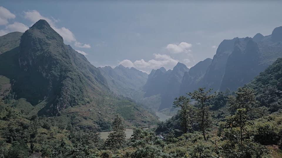 Băng ngon núi này qua ngọn núi khác