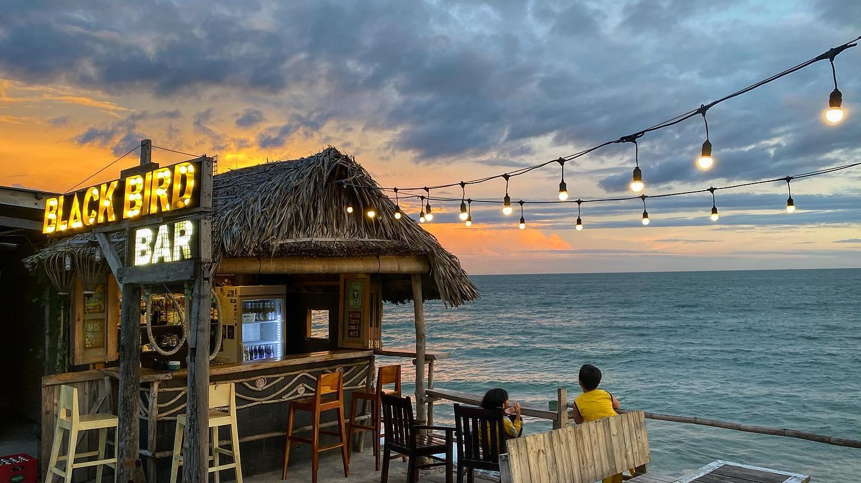 Ngắm hoàng hôn ở 5 quán bar view biển cực chill ở Phan Thiết